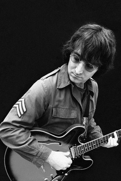 John Lennon tribute lookalike