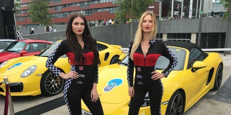 rally grid girls