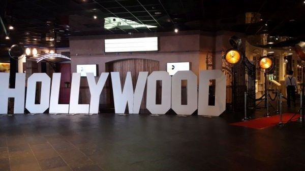 carsandstars decoratieverhuur hollywood on the red carpet Hollywoodsigne tot 14 mtr. breed