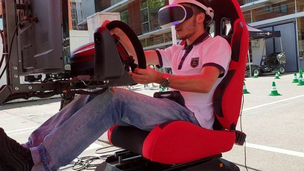 fullmotion racen vr simulator virtual reality bril racing